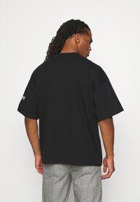 WRSTBHVR - VOLUME MOOD UNISEX - Print T-shirt - black - 2