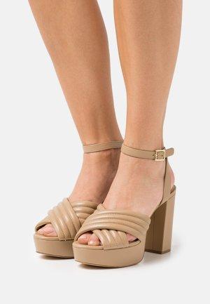 ROYCE PLATFORM - Sandalias con plataforma - camel