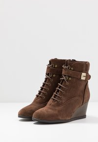 Scholl - LIDEAN  - Wedge Ankle Boots - brown - 4