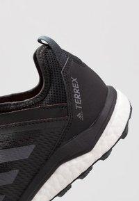 adidas Performance - TERREX AGRAVIC FLOW - Löparskor terräng - core black/grey six/solar orange - 5