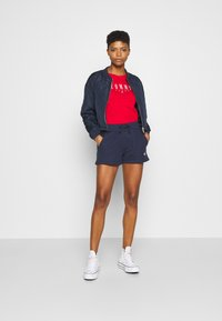 Tommy Jeans - BADGE - Shorts - twilight navy - 1