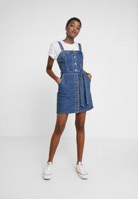 Hollister Co. - SHORT DRESS - Robe en jean - blue denim - 2