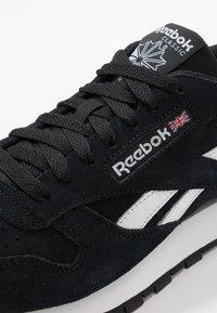 Reebok Classic - Sneakers basse - black/white - 5