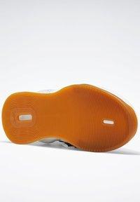 Reebok - LEGACY LIFTER II SHOES - Neutral running shoes - black - 4