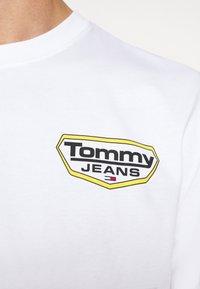 Tommy Jeans - LONGSLEEVE RETRO LOGO TEE - Long sleeved top - white - 5