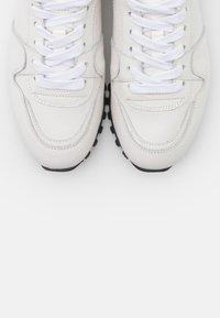 CLOSED - PEPPER - Zapatillas - white - 6