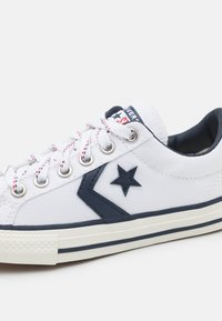 Converse - STAR PLAYER UNISEX - Sneakers laag - white/obsidian/egret - 5