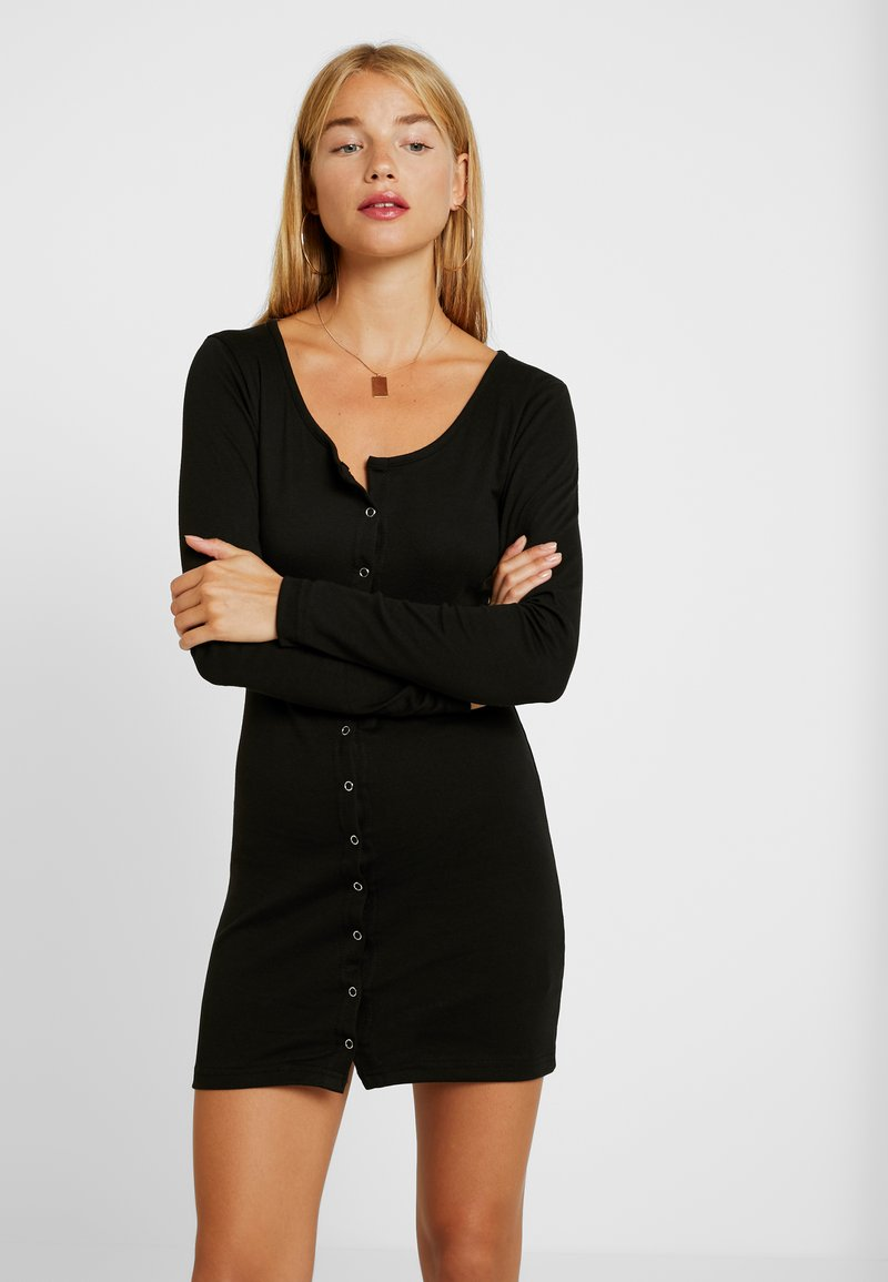 Missguided Petite - POPPER FRONT MINI DRESS - Abito in maglia - black