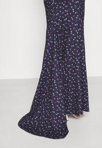 Missguided - FLORAL CAMI FISHTAIL BRIDESMAID DRESS - Sukienka z dżerseju - navy - 4