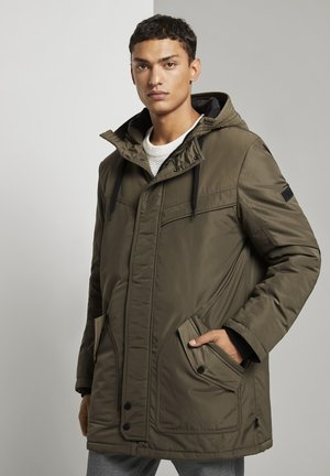 MIT STEPPFUTTER - Winter coat - olive night green
