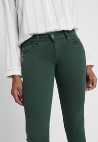 Pepe Jeans - SOHO - Tygbyxor - forest green - 4