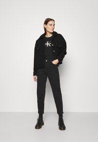 Calvin Klein Jeans - MONOGRAM TEE - Print T-shirt - black - 1