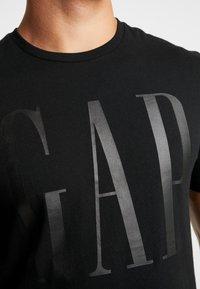 GAP - CORP LOGO - Print T-shirt - true black - 4