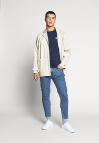 Tommy Jeans - CHEST LOGO TEE - Camiseta estampada - black iris - 1