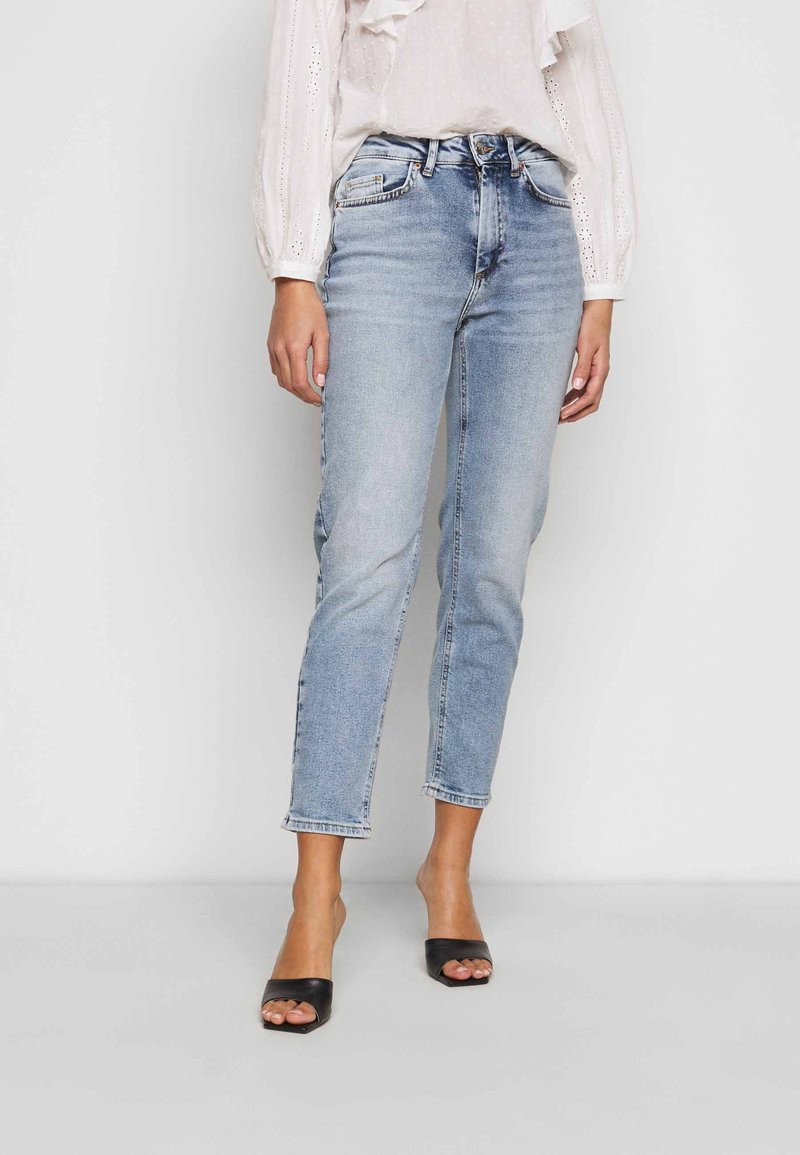 ONLY Petite - ONLVENEDA LIFE MOM - Džíny Straight Fit - light blue denim