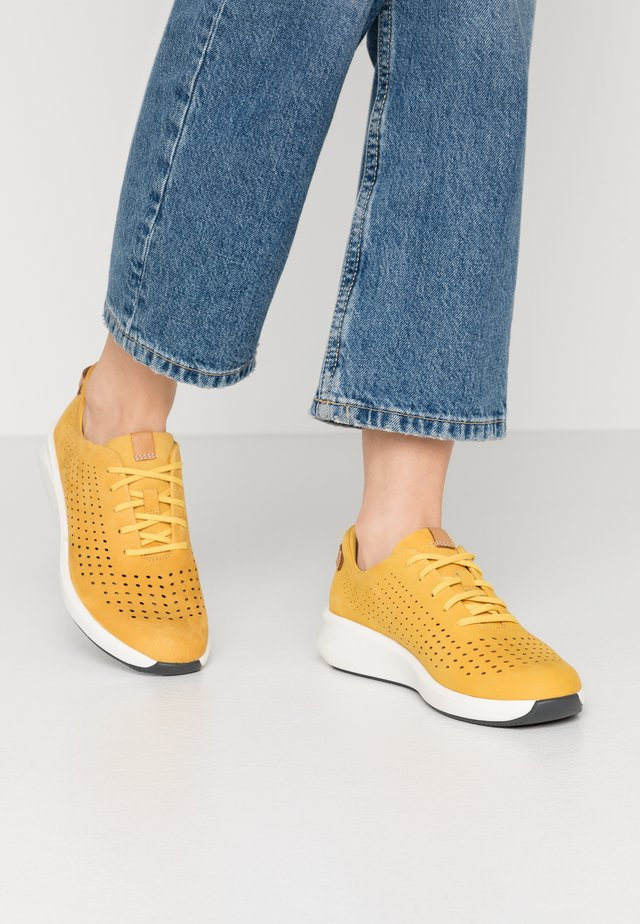 RIO TIE - Sneakers basse - yellow