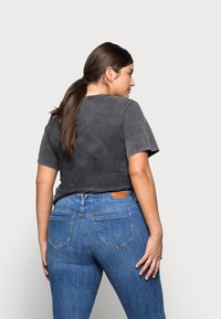 Vero Moda Curve - VMLYDIA  - Jeans Skinny Fit - dark blue denim - 2