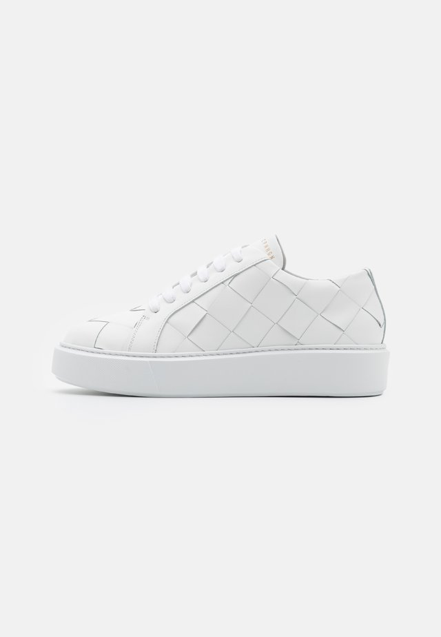 CPH421 - Trainers - white