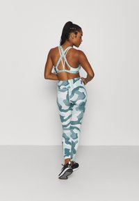 Under Armour - RUSH CAMO LEGGING - Leggings - seaglass blue - 2