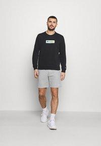 Champion - BERMUDA - Pantaloncini sportivi - light grey - 1