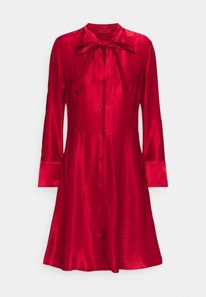 KEMERA - Koktejlové šaty/ šaty na párty - medium red