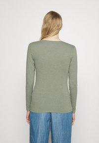 Marks & Spencer London - FITTED V NECK - Langærmede T-shirts - khaki - 2