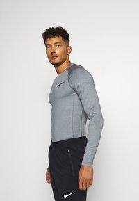 Nike Performance - Sports shirt - smoke grey/light smoke grey/black - 3