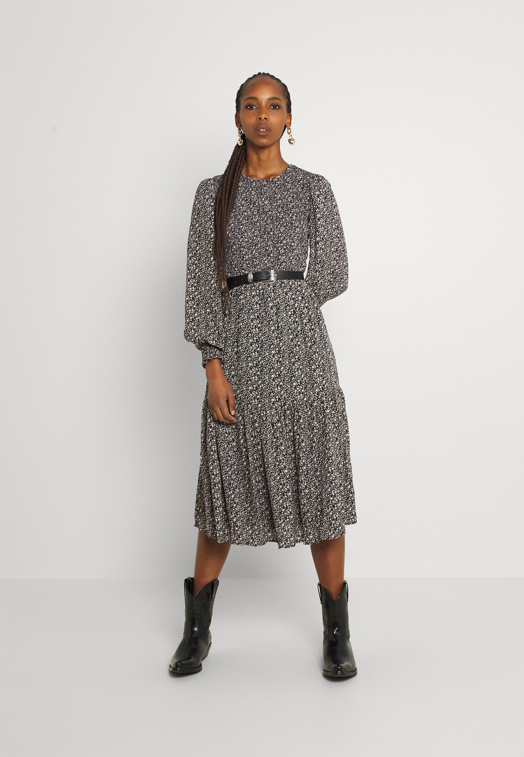 Damer NUCALTUM DRESS - Hverdagskjoler