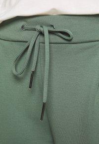 Vero Moda - VMEVA MR - Trousers - laurel wreath - 3