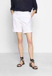 Benetton - BERMUDA - Shorts - white - 0