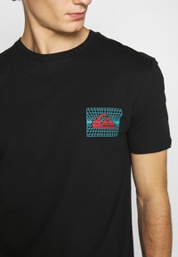 Quiksilver - SOUND WAVES - Print T-shirt - black - 5