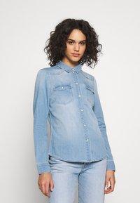 Vero Moda - VMMARIA SLIM  - Button-down blouse - light blue denim/birch - 0