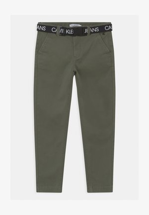 LOGO BELT TAPERED CHINO - Chino kalhoty - green