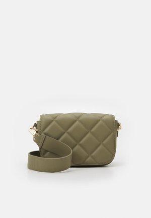 RILEY QUILTED SADDLE BAG - Across body bag - khaki