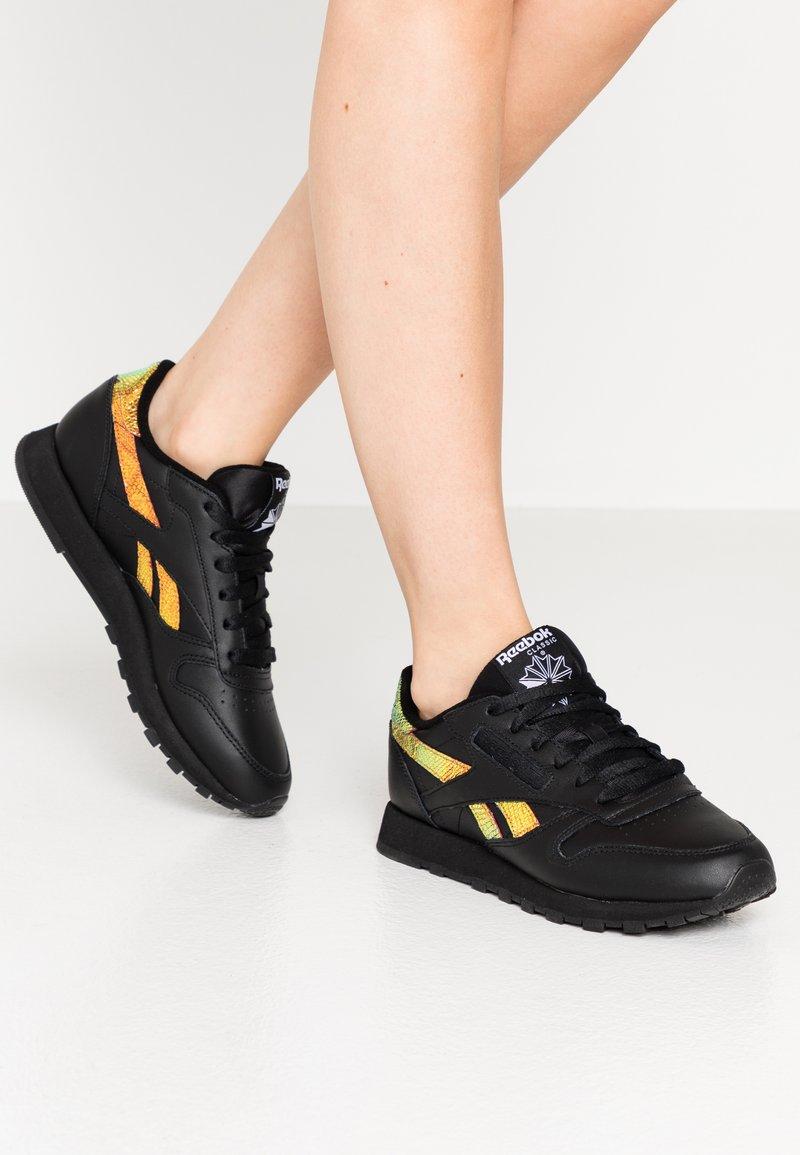 Reebok Classic - CLASSIC  - Sneakers laag - black