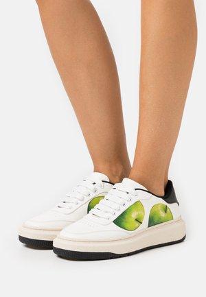 HACKNEY - Baskets basses - white