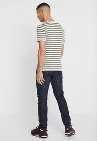 G-Star - D-STAQ 3D SLIM - Slim fit jeans - elto superstretch - dk aged waxed cobler - 2