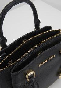 MICHAEL Michael Kors - MAXINE MESSENGER - Handtasche - black - 3