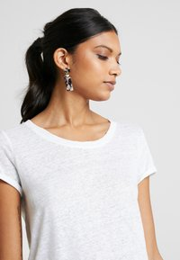 AMOV - ALMA TEE - T-shirt basic - white - 4