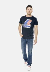 K-Way - PETE MACRO - Print T-shirt - deep blue - 4