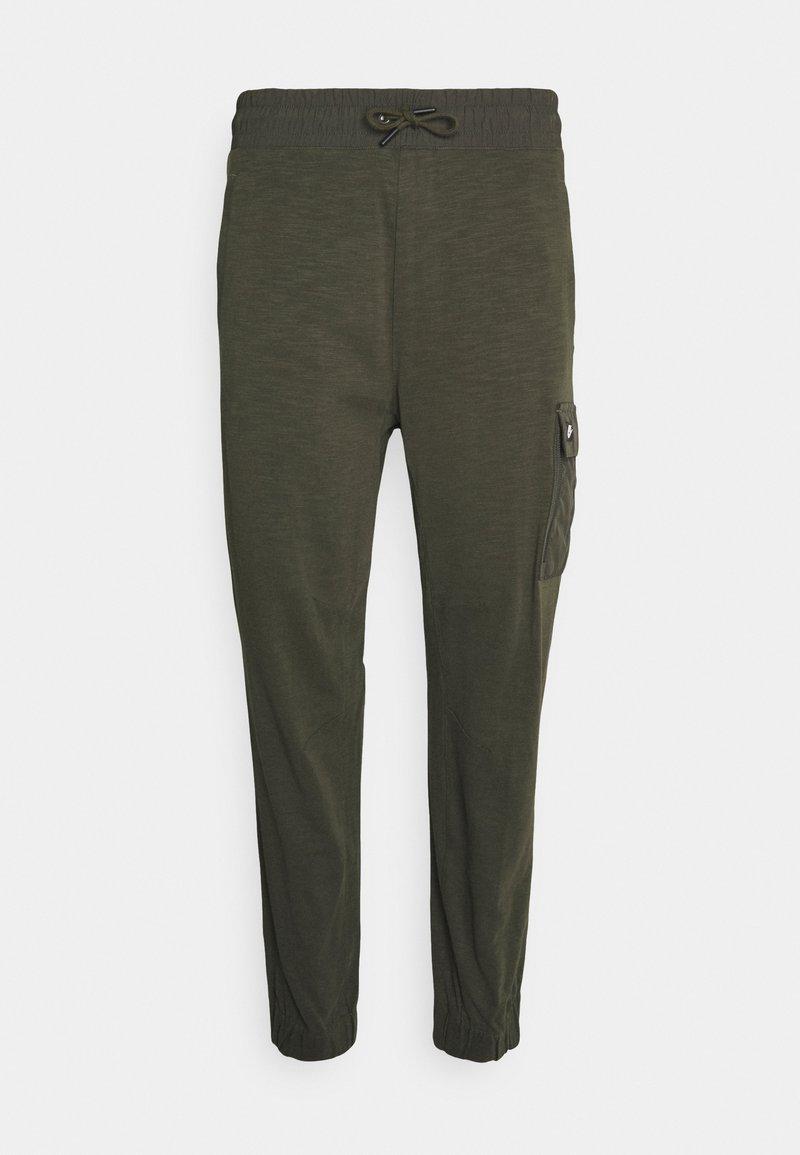 Nike Sportswear - Verryttelyhousut - khaki/black oxidized