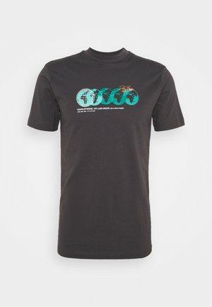 PHOTOGRAPHIC TEE UNISEX - Print T-shirt - charcoal