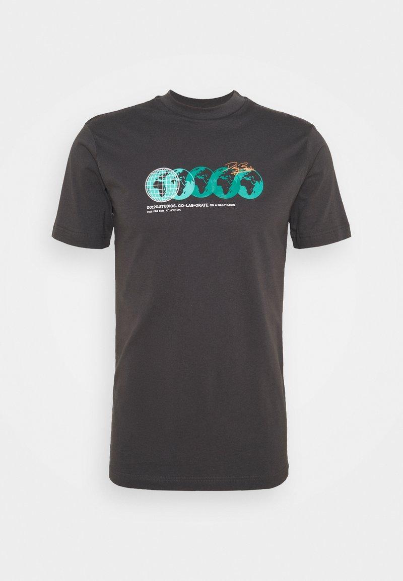 Daily Basis Studios - PHOTOGRAPHIC TEE UNISEX - Print T-shirt - charcoal
