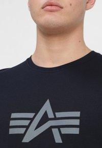 Alpha Industries - RAINBOW  - Print T-shirt - rep blue - 4