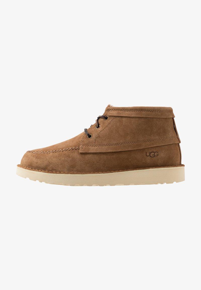 UGG - CAMPOUT CHUKKA - Zapatos con cordones - chestnut