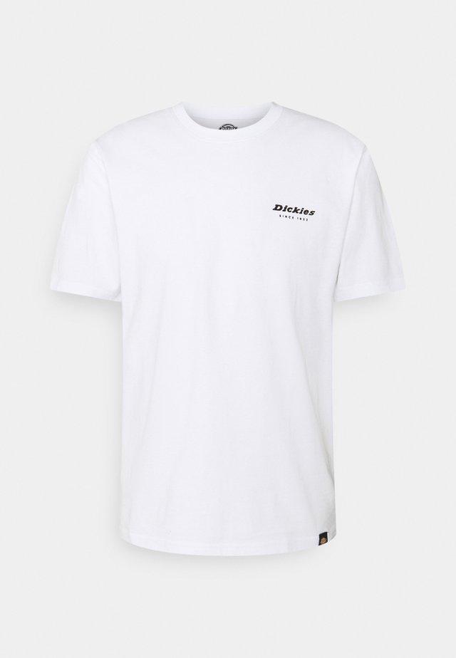 QUAMBA BOX TEE - Print T-shirt - white