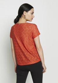 JDY - JDYTAG  - Print T-shirt - chili - 2