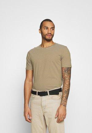 LUKA - Print T-shirt - fir green