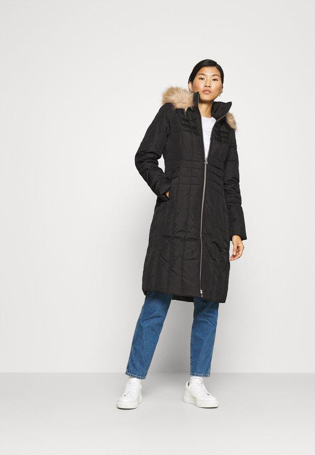 ESSENTIAL COAT - Zimní kabát - black
