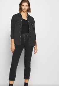 Levi's® - 724 HIRISE STRAIGHT CROP - Straight leg jeans - black denim - 3